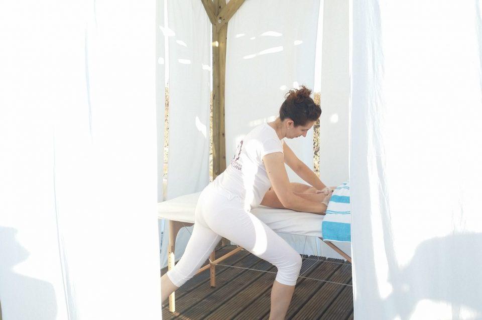 Disfruta de un relajante masaje en plena naturaleza en Salinas de Chiclana