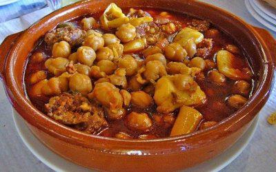 Tapa de garbanzos con chocos en salinas de chiclana